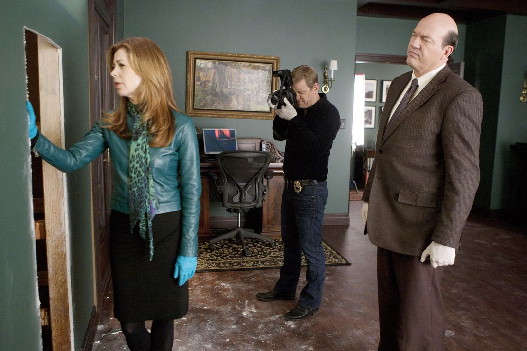 Wird sich der grausame Verdacht von Dr. Megan Hunt (Dana Delany, l.), Peter Dunlop (Nicholas Bishop, M.) und Det. Bud Morris (John Carroll Lynch, r.... - Bildquelle: 2012 American Broadcasting Companies, Inc. All rights reserved.