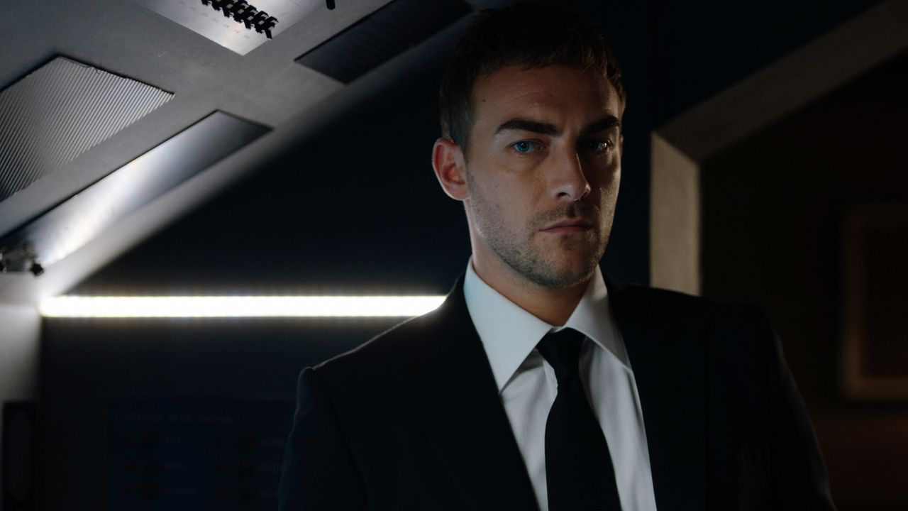 Jasper (Tom Austen) wird erneut in ein Netz aus Lügen hineingezogen. Wird er dieses Mal die Wahrheit früher ans Licht bringen? - Bildquelle: 2018 Lions Gate Entertainment Inc. All Rights Reserved.
