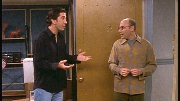 Ross (David Schwimmer, l.) sieht nicht ein, warum er sich an einer Spendenakt...