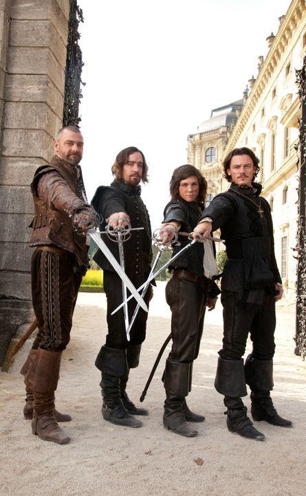 Einer für alle, alle für einen: (v.l.n.r.) Porthos (Ray Stevenson), Athos (Matthew MacFadyen), D'Artagnan (Logan Lerman) und Aramis (Luke Evans) ... - Bildquelle: 2011 Constantin Film Verleih GmbH.