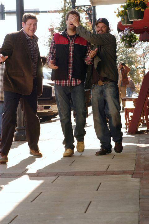Wer wagt, gewinnt: Owen (Brad William Henke, l.), Eddie (Geoff Stults, M.) und Ikey (Evan Jones, r.) wollen sich einen Jugendtraum erfülllen ... - Bildquelle: 2007 American Broadcasting Companies, Inc. All rights reserved.