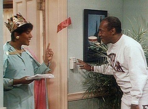 Bill Cosby Show - Cliff (Bill Cosby, r.) erklärt Clair (Phylicia Rashad, l.)...