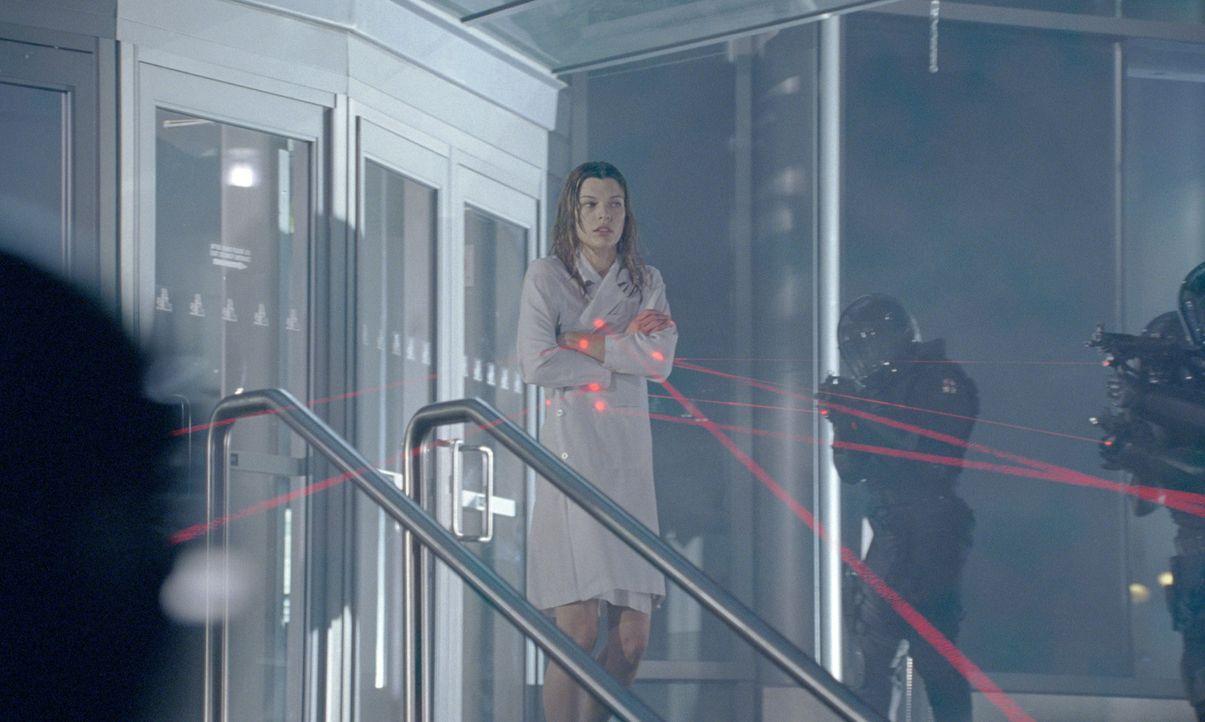 Im Visier hemmungsloser Kräfte: Alice (Milla Jovovich) ... - Bildquelle: Constantin Film