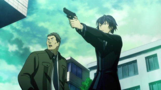 Rentaro (r.) muss zur Waffe greifen, um sich und Inspektor Tadashima (l.) zu...