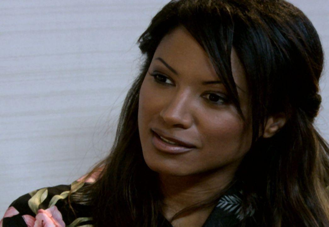 Ganz auf sich allein gestellt, muss Sicherheitsbeamtin Sandra (Tracy Bingham) selbst in die Welt aus Sex und Drogen abtauchen. Dabei ist sie nicht n... - Bildquelle: Royal Oaks Entertainment Inc.