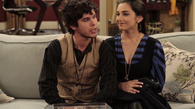 Terrance (Shane Coffey, l.) ist Mandys (Molly Ephraim, r.) neuer Freund und ü...