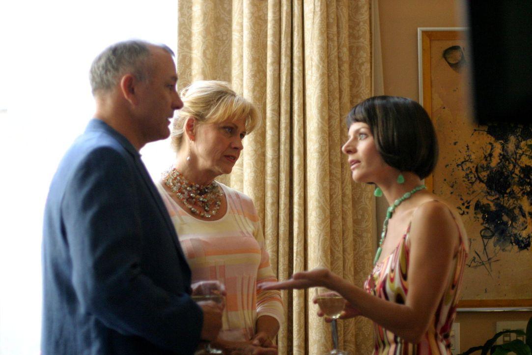 Roy (Tim Halligan, l.) und Susan (Cindy Pickett, M.) reden Whitney Ridder (Jessalyn Gilsig, r.) ins Gewissen ... - Bildquelle: Warner Bros. Entertainment Inc.