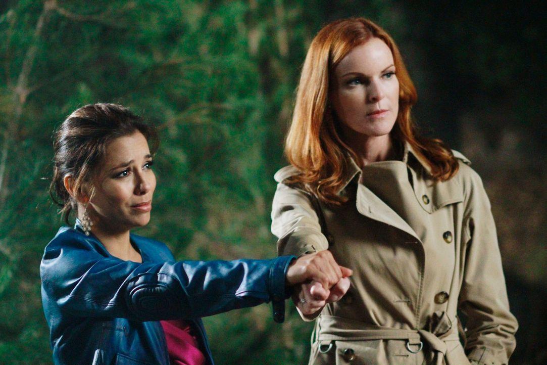 Halten zusammen, um Carlos vor dem Gefängnis zu wahren: Gabrielle (Eva Longoria, l.) und Bree (Marcia Cross, r.) ... - Bildquelle: Touchstone Pictures