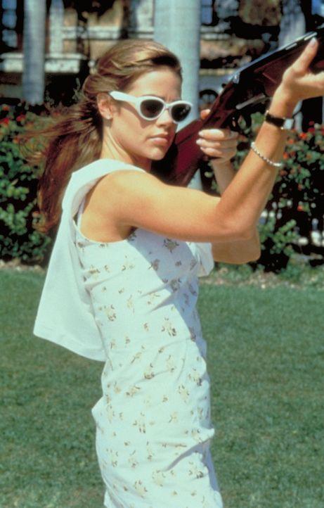 Als die gewiefte Kelly (Denise Richards) ihren Plan schmiedet, ahnt sie nicht, dass sie nicht die Einzige ist, die einen Alleingang plant ... - Bildquelle: Columbia Tri-Star