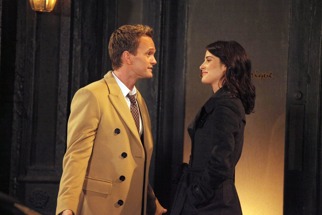 Als Robin (Cobie Smulders, r.) zögert, mit Nick Schluss zu machen, nimmt sich Barney (Neil Patrick Harris, l.) der Sache an ... - Bildquelle: 2012 Twentieth Century Fox Film Corporation. All rights reserved.