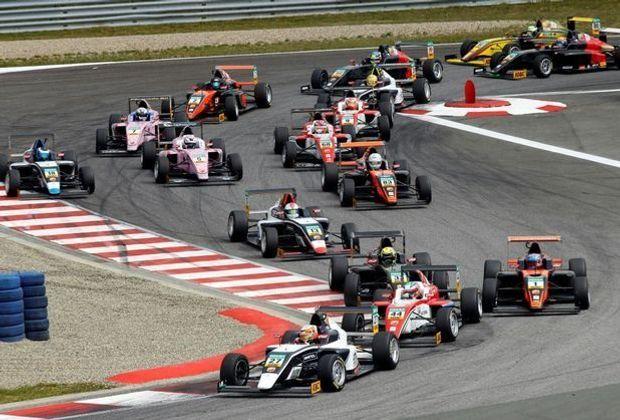 Julian Hanses gewinnt sein viertes ADAC F4-Rennen