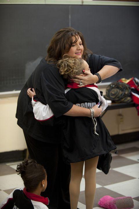 Abby kümmert sich um ihre Mädchen - mal mehr, mal weniger ... - Bildquelle: Scott Gries 2011 A+E Networks