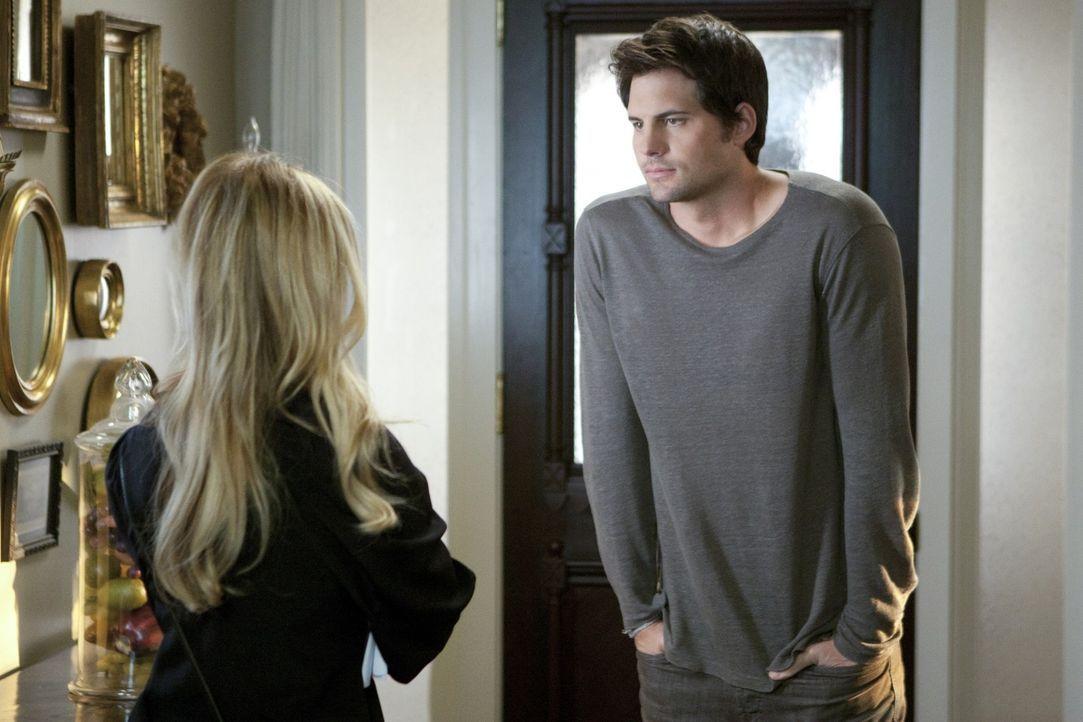 Wer von beiden lügt? Oder sagen Bridget (Sarah Michelle Gellar, l.) und Henry (Kristoffer Polaha, r.) die Wahrheit und es steckt jemand anders hint... - Bildquelle: 2011 THE CW NETWORK, LLC. ALL RIGHTS RESERVED