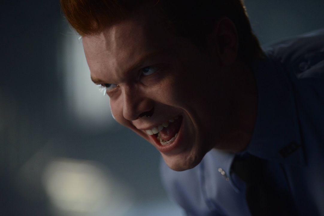 Nachdem er von Theo Galavan aus Arkham Asylum befreit wurde, um für dessen Zwecke zu handeln, treibt er auf grauenvollste Art und Weise in Gotham se... - Bildquelle: Warner Brothers