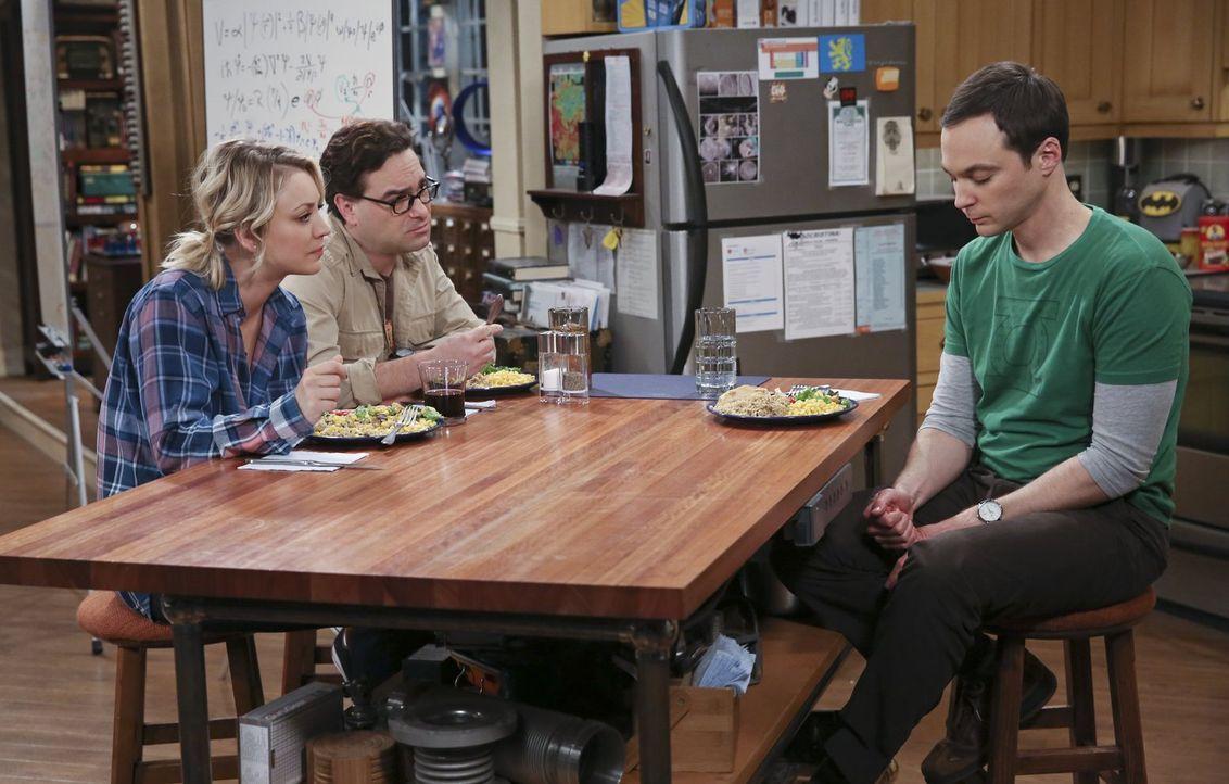 Sheldon (Jim Parsons, r.) plagt ein Ohrwurm, doch er kommt nicht drauf, um welchen Song es sich handelt. Dadurch bringt er seine Freunde Penny (Kale... - Bildquelle: 2015 Warner Brothers