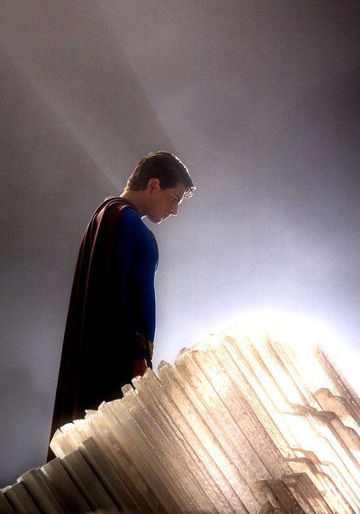 Nachdem Superman (Brandon Routh) gesehen hat, dass sein Heimatplanet Krypton restlos zerstört ist, kehrt er zur Erde zurück. Doch auch dort hat sich... - Bildquelle: Warner Brothers International Television Distribution Inc.