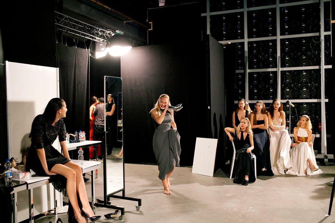 GNTM-Stf11-Epi01-erste-fashion-show-34-ProSieben-Hobmaier - Bildquelle: ProSieben/Stefan Hobmaier