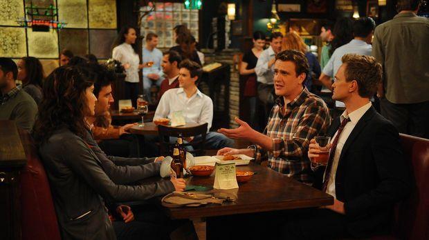 Robin (Cobie Smulders, l.) und Barney (Neil Patrick Harris, r.) mischen sich...