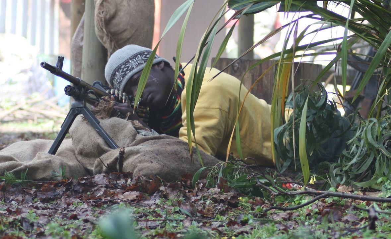 Im September 2000 nahmen Rebellen Geiseln aus zwei Dörfern in Sierra Leone. 150 Soldaten der britischen Spezialeinheit SAS mussten damals eingreifen... - Bildquelle: James Leigh 2008 DANGEROUS FILMS