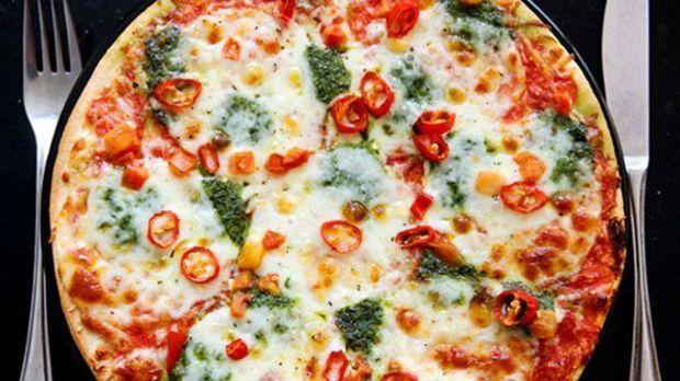 Sämtliche Zutaten für den Belag der Dosenpizza kommen aus der Konserve