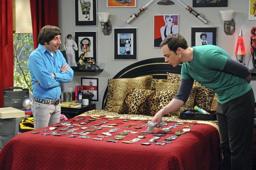 Als Howard (Simon Helberg, l.) die Möglichkeit bekommt, mit Stephen Hawking zu arbeiten, ist Sheldon (Jim Parsons, r.) bereit, alles zu tun, um sein... - Bildquelle: Warner Bros. Television