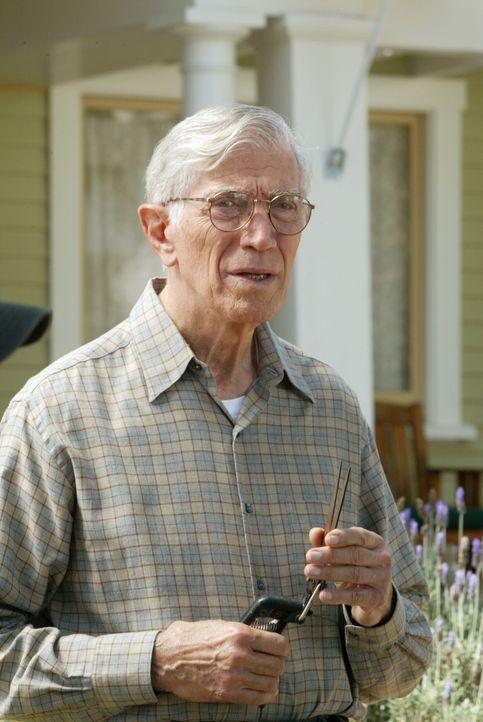 Was weiß der alte Nelson (Joseph Campanella) über den bereits 60 Jahre zurückliegenden Mordfall? - Bildquelle: Warner Bros. Television