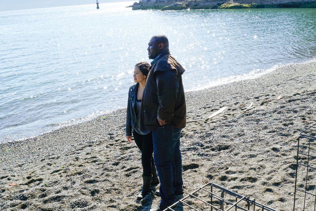 Die werdenden Eltern Abraham (Nonso Anozie, r.) und Dariela (Alyssa Diaz, l.) planen bereits voller Vorfreude ihre Zukunft in einer friedlichen Welt... - Bildquelle: Shane Harvey 2016 CBS Broadcasting Inc. All Rights Reserved.