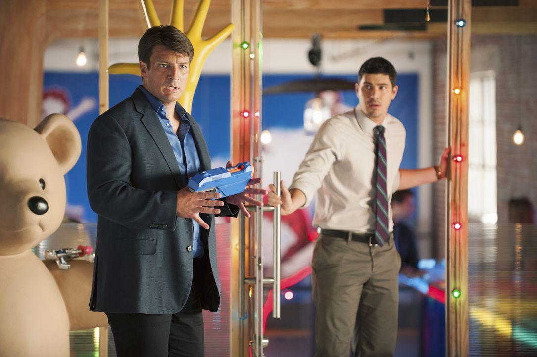 In Montreal muss Castle (Nathan Fillion, l.) herausfinden, was hinter dem Mord an dem CEO einer bekannten Spielzeugfirma steckt. Hat Matt Monroe (Br... - Bildquelle: ABC Studios