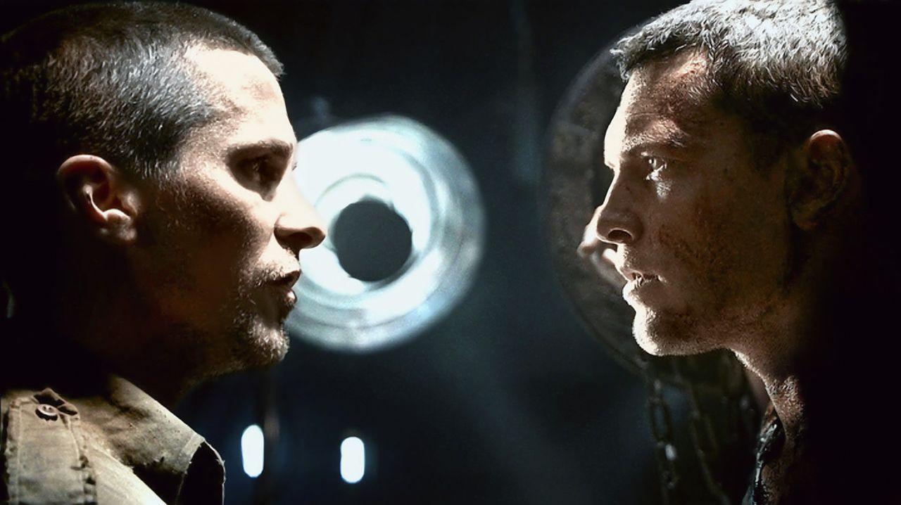 Als dem Widerstandskämpfer John Connor (Christian Bale, l.) Marcus Wright (Sam Worthington, r.), dessen Vergangenheit im Unklaren liegt, über den... - Bildquelle: 2009 T Asset Acquisition Company, LLC. All Rights Reserved.
