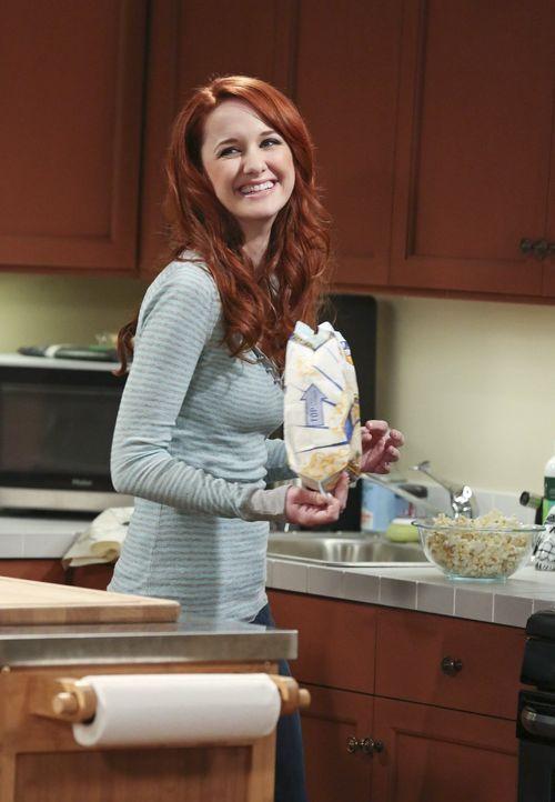 Während sich Sheldon und Amy ein Tier zulegen wollen, wird Raj dabei überrascht, wie er in Emilys (Laura Spencer) Wohnung rumschnüffelt ... - Bildquelle: Warner Bros. Television