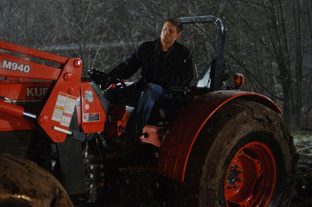 Dean (Jensen Ackles) versucht den vor 49 Jahren im Sumpf versenkten Truck zu bergen ... - Bildquelle: Warner Bros. Television