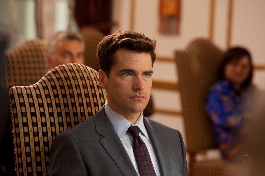 Grayson (Jackson Hurst) hilft Jane bei ihrem aktuellen Fall und merkt dabei mehr und mehr, wie sehr er sie mag ... - Bildquelle: 2012 Sony Pictures Television Inc. All Rights Reserved.