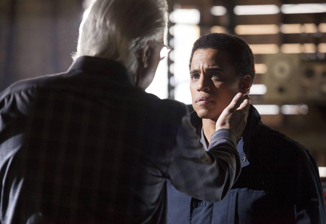 Dank des neuesten Falls treffen Dr. Nigel Vaughn (John Larroquette, l.) und Dorian (Michael Ealy, r.) aufeinander. Ein ganz besonderes Wiedersehen ... - Bildquelle: Warner Bros. Television
