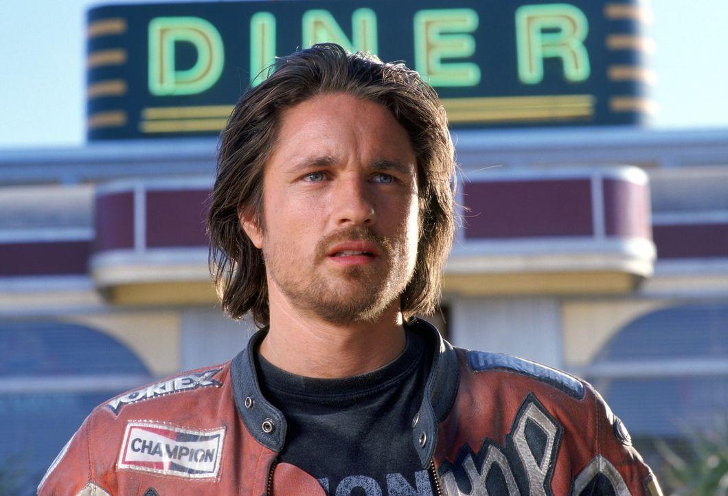 Ob Cary Ford (Martin Henderson) wohl über den wertvollen Tankinhalt der von ihm gestohlenen Motorräder Bescheid wusste? - Bildquelle: Warner Bros. Pictures