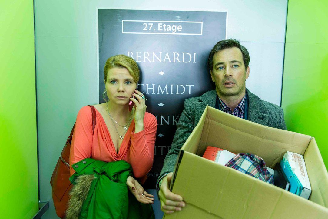Um wieder an Geld zu kommen, will Olli (Jan Sosniok, r.) Danni (Annette Frier, l.) helfen - gemeinsam nehmen sie einen neuen Fall an. Doch ist das w... - Bildquelle: Frank Dicks SAT.1