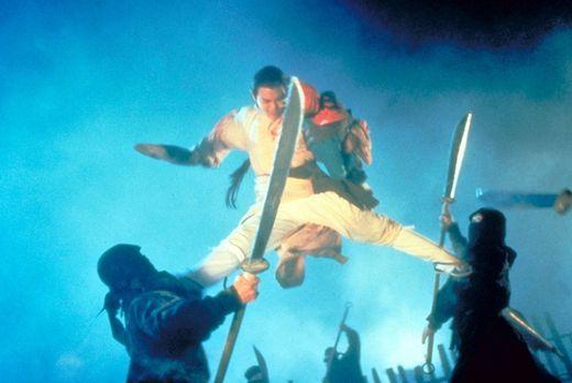 Master der Shaolin - Verzweifelt versucht Hong (Jet Li) das Leben der fünf Ki...