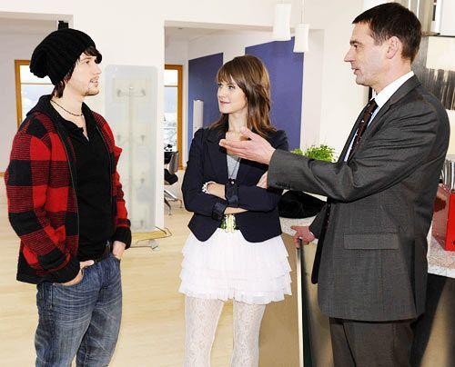 Zu Bens Überraschung teilt ihm sein Vater mit, dass ab sofort Jenny aus London bei ihnen ein Austauschjahr absolvieren wird. Ben und Jenny verstehe... - Bildquelle: Christoph Assmann - Sat1