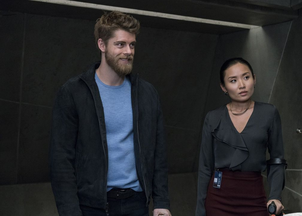 Kann Dr. Karen Sun (Li Jun Li, r.) Romans (Luke Mitchell, l.) Erinnerungen auf die Sprünge helfen? - Bildquelle: Warner Brothers