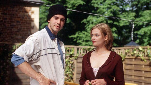 Sarah (Susanna Simon, r.) und ihr Stiefbruder Kai (Oliver Boysen, l.) müssen...