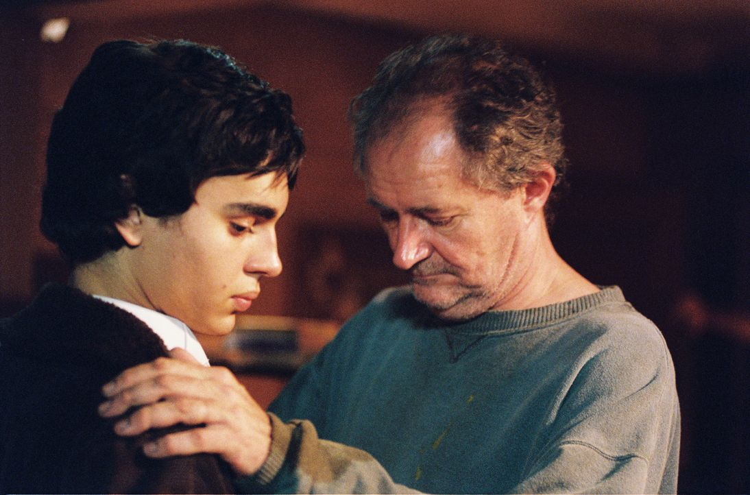 Jimmy (Jim Broadbent, r.) war einst mal wie Jerome (Max Minghella,l.). Ein optimistischer Künstler, der nur das Positive gesehen hat - jetzt ist er... - Bildquelle: 2005 United Artists Films Inc. and Columbia Pictures Industries, Inc. All Rights Reserved.