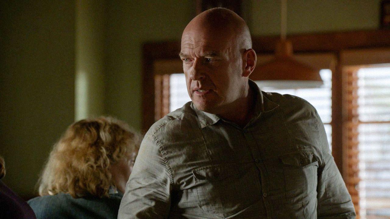 Eins ist Big Jim (Dean Norris) klar, die Vorherrschaft in Chester's Mill wird er Julia nicht kampflos überlassen ... - Bildquelle: 2014 CBS Broadcasting Inc. All Rights Reserved.