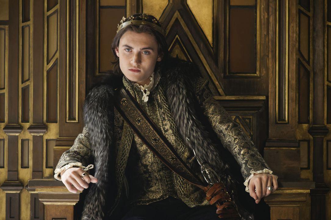 König Charles (Spencer MacPherson) ist fürs Erste ins Schloss zurückgekehrt. Kann seine Mutter ihn zur Vernunft bringen? - Bildquelle: Ben Mark Holzberg Ben Mark Holzberg/The CW -   2017 The CW Network, LLC. All Rights Reserved.