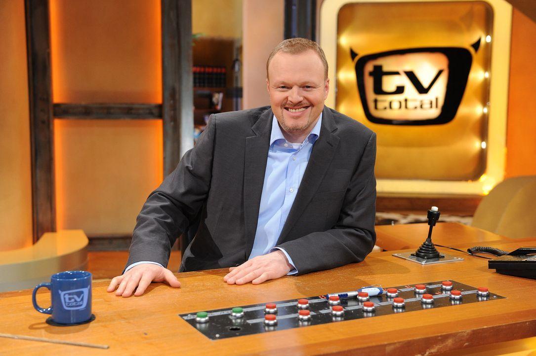 Stefan Raab präsentiert 'TV total' ... - Bildquelle: Willi Weber ProSieben