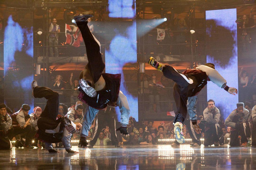 """Die Tanztruppe """"House of Pirates"""" hat eine einmalige Choreografie entwickelt, die ihr eigentlich den Sieg im Tanzwettbewerb bringen sollte. Doch dan... - Bildquelle: Constantin Film"""