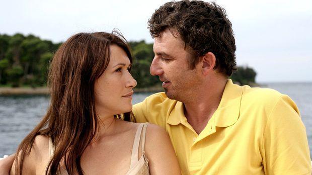 Marion (Claudia Mehnert, l.) und ihr geschiedener Mann Felix (Hans Sigl, r.)...