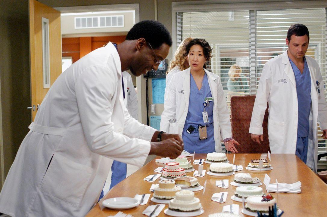 Burke (Isaiah Washington, l.) macht alle, aber vor allem Cristina (Sandra Oh, M.), wahnsinnig mit seiner Auswahl für die richtige Hochzeitstorte ... - Bildquelle: Touchstone Television