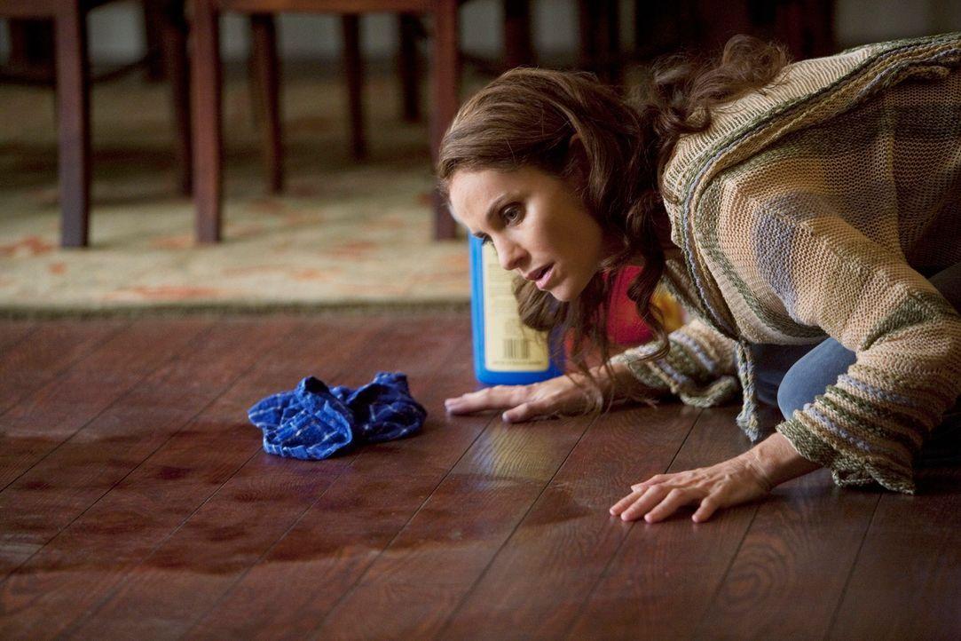 Will die sichtbaren Überreste ihres Angriffs entfernen: Violet (Amy Brenneman) ... - Bildquelle: ABC Studios