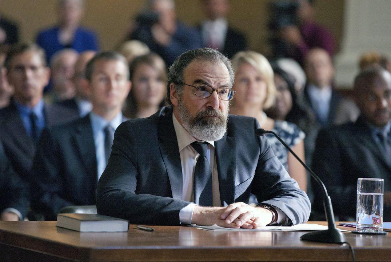 Kann Saul (Mandy Patinkin) Carrie vor dem Untersuchungsausschuss noch helfen? - Bildquelle: 2013 Twentieth Century Fox Film Corporation. All rights reserved.