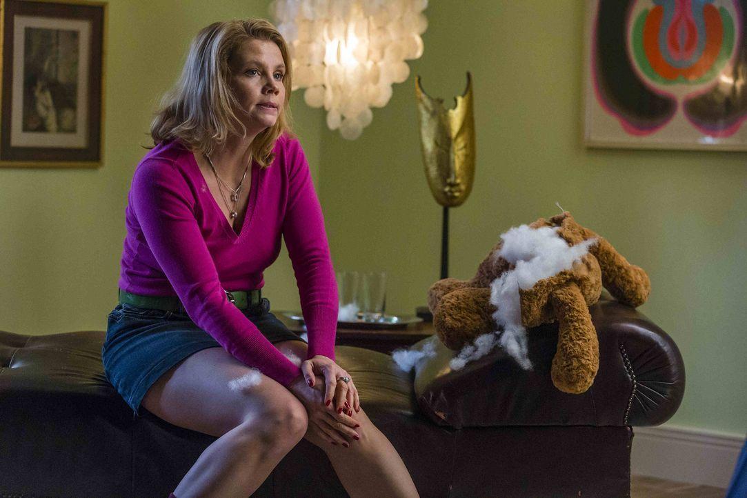 Danni (Annette Frier) ist geschockt. Völlig unvorbereitet steht nach 30 Jahren ihre Mutter Ruth wieder vor ihr ... - Bildquelle: Frank Dicks SAT.1