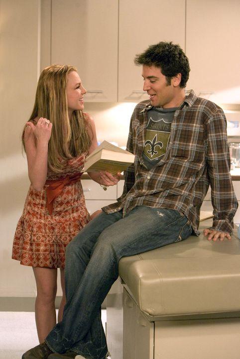 Von Sitzung zu Sitzung versucht Ted (Josh Radnor, r.), seine Hautärztin Stella  - ziemlich aussichtslos - zu beeindrucken, damit sie sich doch mal m... - Bildquelle: 20th Century Fox International Television